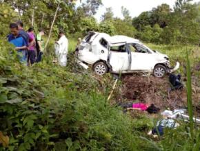 KEMALANGAN membabitkan sebuah kenderaan pelbagai guna (MPV) yang terbabas mengakibatkan empat pelajar maut dan lima cedera di Pitas. - Foto Ihsan Pembaca